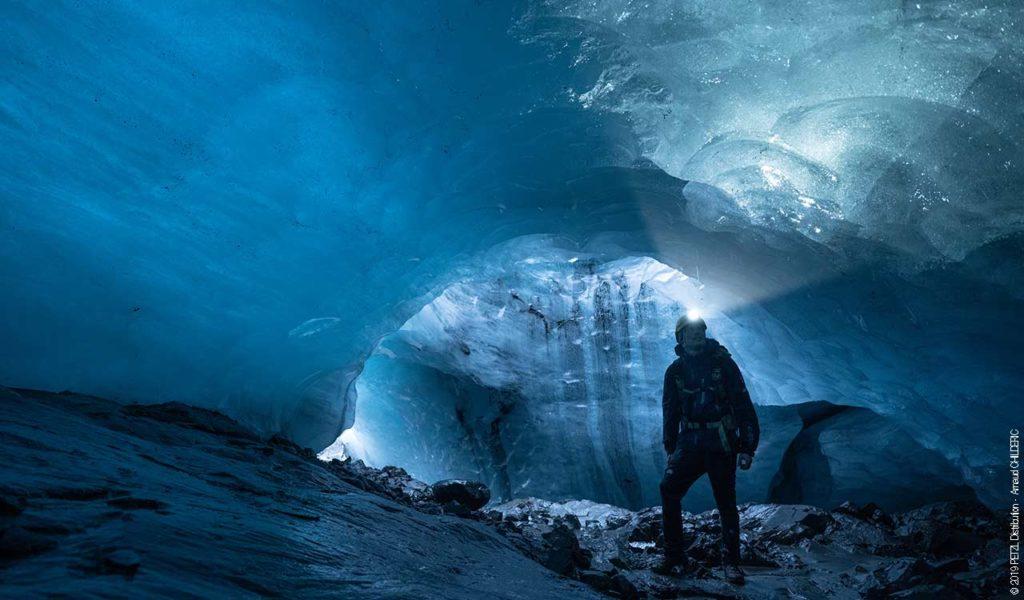 Explorarea unei peșteri glaciare din Islanda cu PETZL