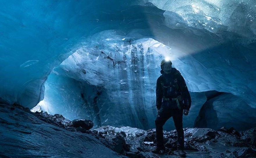 Explorarea-unei-peșteri-glaciare-din-Islanda-cu-PETZL